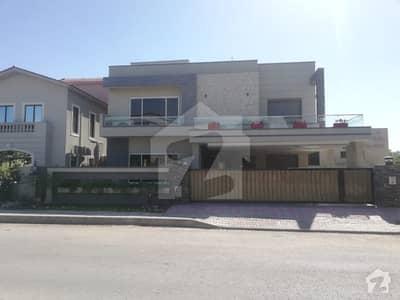 بحریہ ٹاؤن فیز 3 بحریہ ٹاؤن راولپنڈی راولپنڈی میں 5 کمروں کا 1 کنال مکان 4. 85 کروڑ میں برائے فروخت۔