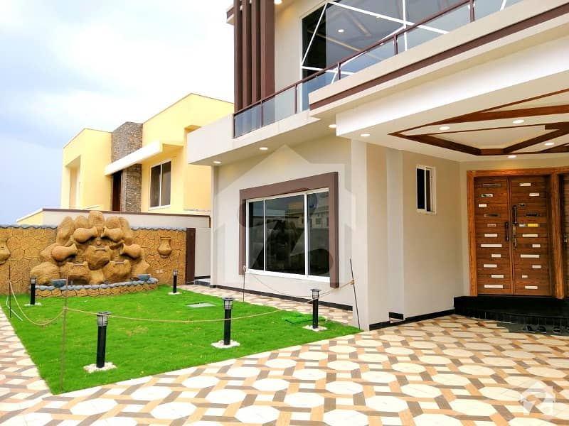 Stylish 1 Kanal House With Big Lawn In Bahria Town