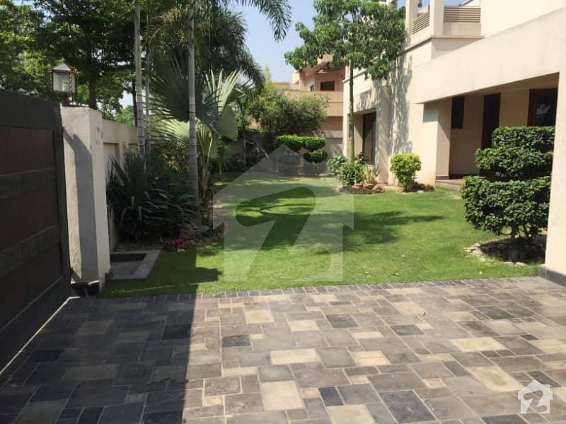 سرور کالونی کینٹ لاہور میں 7 کمروں کا 1.6 کنال مکان 4 لاکھ میں کرایہ پر دستیاب ہے۔