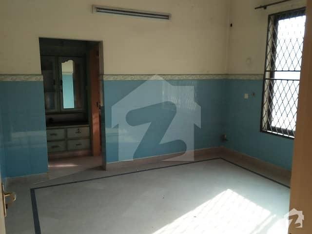 Room For Rent In 128 Civic Centre Liaqat Chowk Sabzazar Lahore