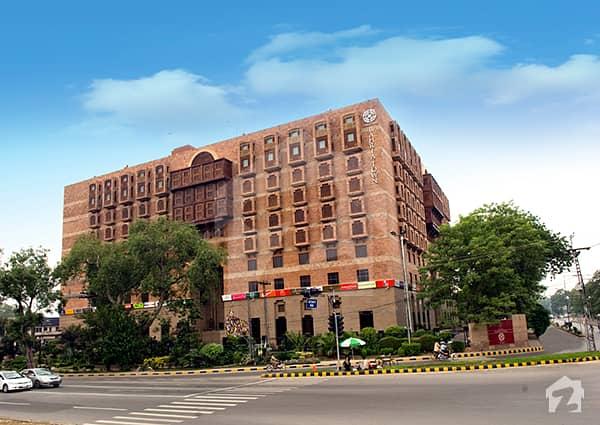 مال آف لاہور عزیز بھٹی روڈ کینٹ لاہور میں 1 کمرے کا 3 مرلہ فلیٹ 2. 8 کروڑ میں برائے فروخت۔