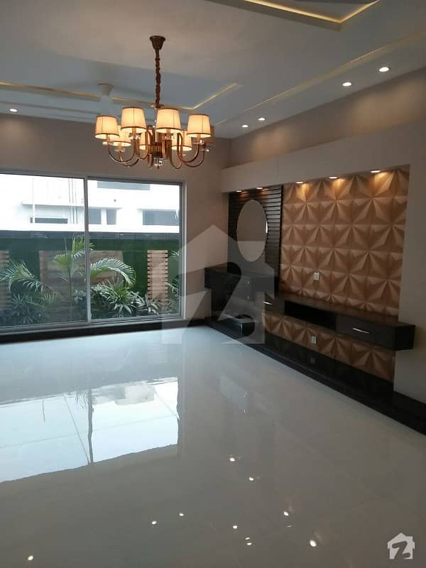 Brand New 1 Kanal Luxury Bungalow First Entry Facing Park