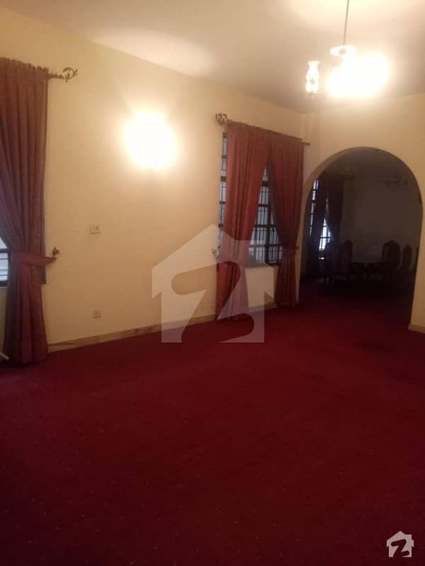 گارڈن ٹاؤن لاہور میں 6 کمروں کا 2 کنال مکان 10 کروڑ میں برائے فروخت۔