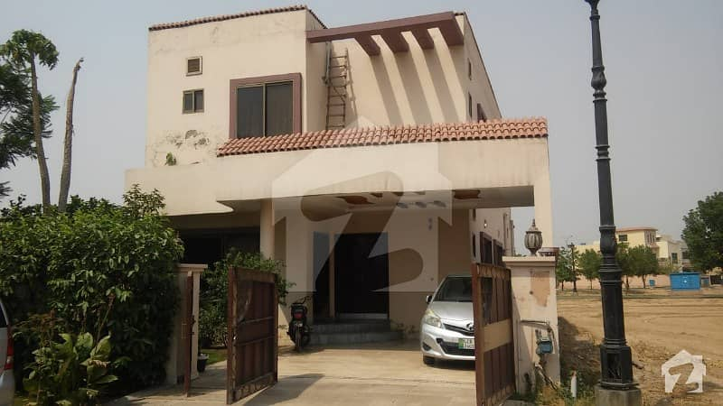 لیک سٹی ۔ سیکٹر ایم ۔ 5 لیک سٹی لاہور میں 4 کمروں کا 10 مرلہ مکان 1.6 کروڑ میں برائے فروخت۔