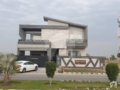 1 Kanal Beautiful Luxurious House On 100 Ft Road With Basement