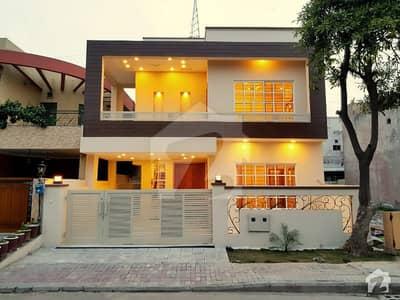 Park Facing Beautiful 5 bedroom 10 Marla House