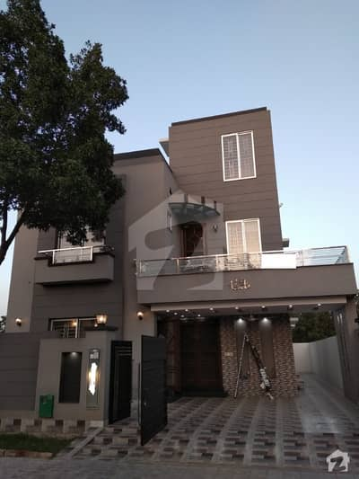 10 Marla Like Brand new house for Rent in Bahria town Lahore