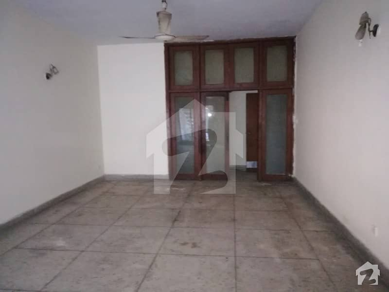 Commercial Ground Portion  For Rent In Gulberg 2 16 Marla