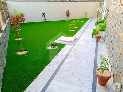 18 Marla Designer House With Specious Lawn