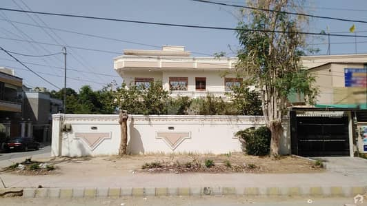 Ideal Location 400 Sq Yd  Bungalow For Sale