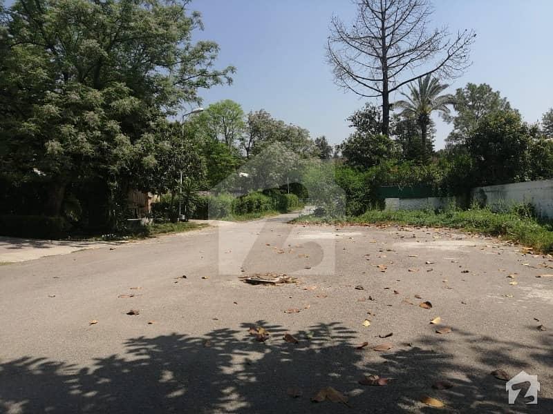 ایف ۔ 7 اسلام آباد میں 4 کنال رہائشی پلاٹ 30 کروڑ میں برائے فروخت۔