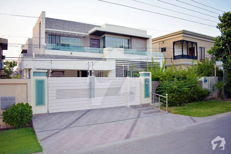 One Kanal Slightly Use Look Like Brand New Luxurious Bungalow For Rent Located At Heart Of Phase 3 Near Sheeba Park