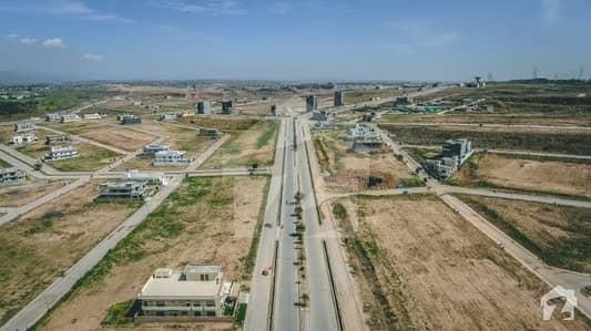 ڈی ایچ اے ڈیفینس فیز 5 ڈی ایچ اے ڈیفینس اسلام آباد میں 8 مرلہ کمرشل پلاٹ 5 کروڑ میں برائے فروخت۔