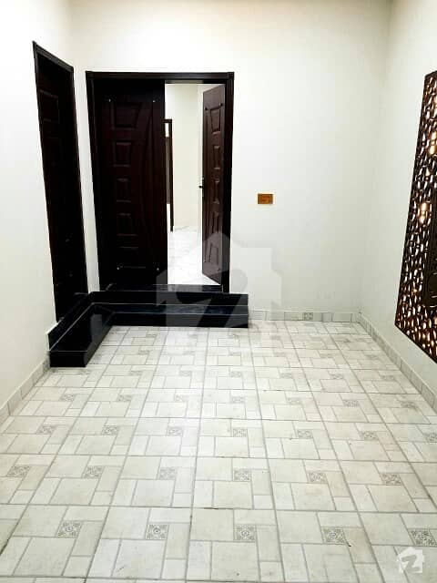 Beautiful Upper Portion For Rent In Old Officers Colony Near Vip Store Saddar Cantt Lahore.