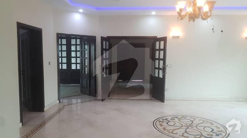 ڈی ایچ اے فیز 6 - بلاک کے فیز 6 ڈیفنس (ڈی ایچ اے) لاہور میں 5 کمروں کا 1 کنال مکان 1.35 لاکھ میں کرایہ پر دستیاب ہے۔
