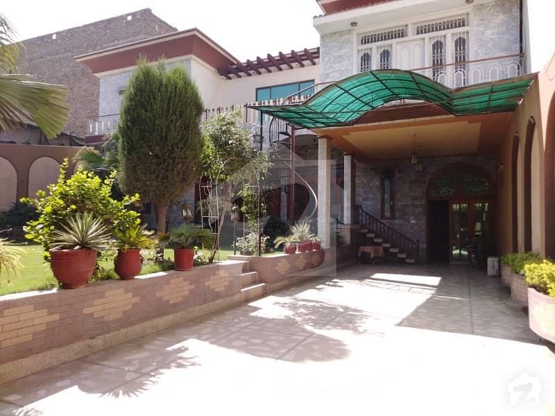 نشتر آباد روڈ پشاور میں 9 کمروں کا 2. 1 کنال مکان 15 کروڑ میں برائے فروخت۔