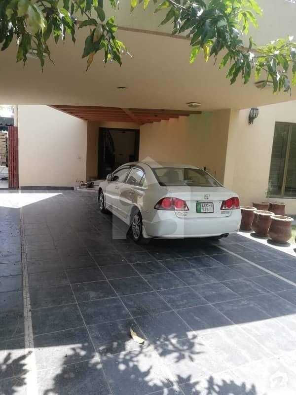 سرور روڈ کینٹ لاہور میں 5 کمروں کا 1. 2 کنال مکان 7. 5 کروڑ میں برائے فروخت۔