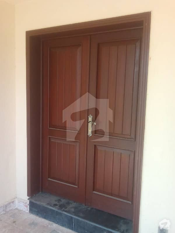 Near Lacas 10 Marla House Is Available For Rent In Grove Block With 3 Beds 1 Kitchens And Gas Connection Paragon City Lahore