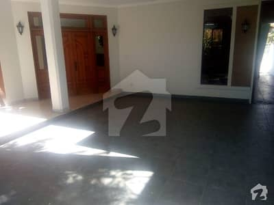 FULLY FURNISHED 22 MARLA BEAUTIFUL HOUSE UPPER PORTION AVAILABLE FOR RENT