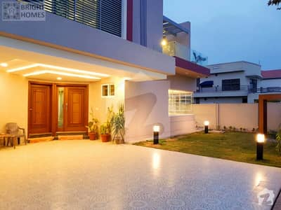 Luxurious 5 Bed 1 Kanal Beautiful House For Sale
