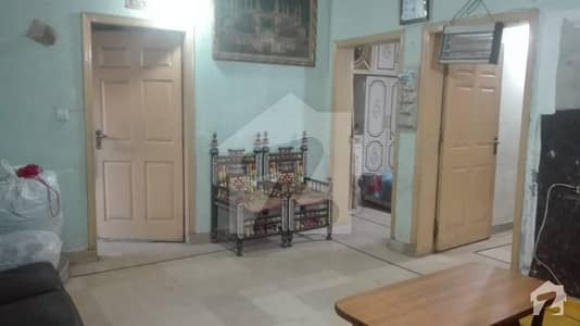 لارنس روڈ لاہور میں 2 کمروں کا 3 مرلہ فلیٹ 65 لاکھ میں برائے فروخت۔