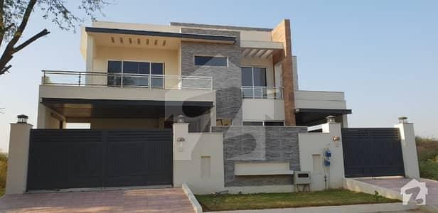 1 Kanal Triple Storey Brand New House For Sale