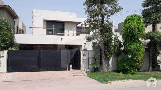 1 Kanal luxurious Full house Located In Phase4 DHA Defence
