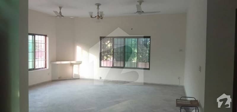 Hot Location 10 Marla Fully House For Rent In Dha Phase 4