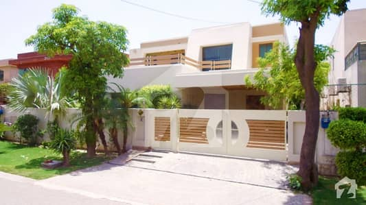 Dha One Kanal Slightly Use Luxurious Bungalow For Rent Near Big Park