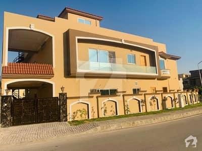 Brand New Luxury 6 bedroom 1 Kanal Corner House for Rent