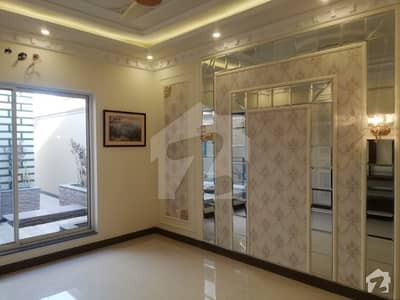 10 MARLA BUNGALOW IS AVAILABLE FOR RENT IN DHA RAYA