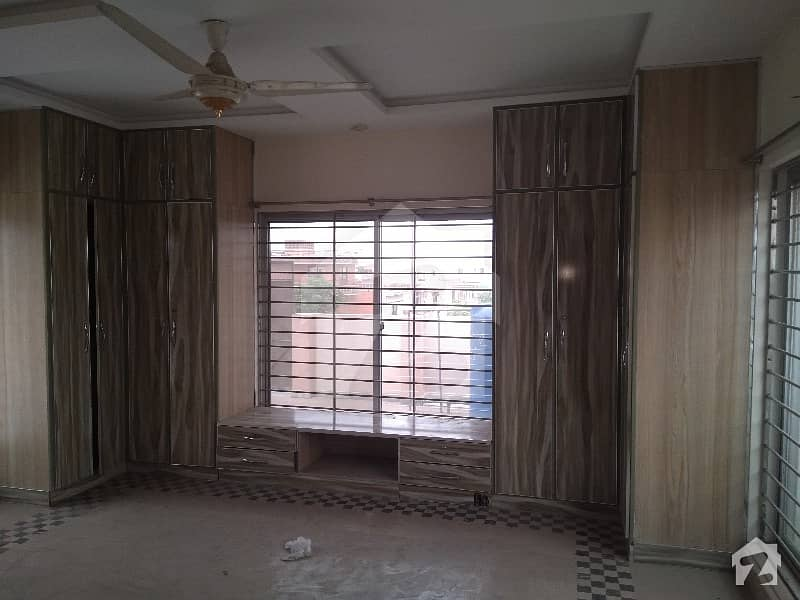 Pia Society New Upper Portion With 1 Bed Tv Lounge Kitchen
