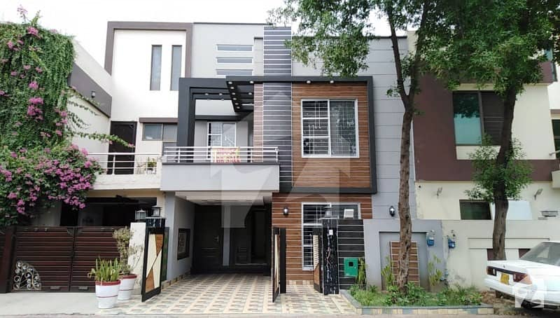 5 Marla Luxury Brand New House Near McDonald For Sale In BB Block