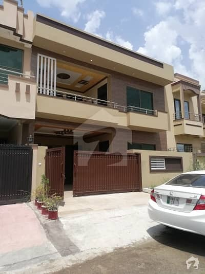 Jinnah Gardens Phase 1 Size 30x60 Brand New House Beautiful Location