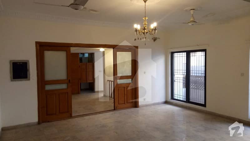 Triple Storey 600 Sq Yard House For Sale