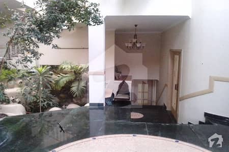 Almost New 2 Kanal Bungalow For Rent On Prime Location