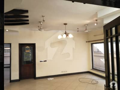 11 Marla Double Storey House For Rent 3 Bed 3 Attached Bath Drawing Dining Tv Lounge Servant Quarter