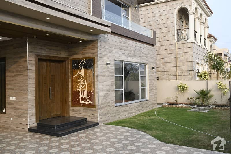 1 Kanal Nearby Park Luxurious Bungalow For Sale