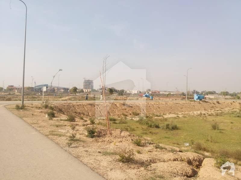 ڈی ایچ اے فیز 5 - بلاک ایم ڈی ایچ اے فیز 5 ڈیفنس (ڈی ایچ اے) لاہور میں 10 مرلہ رہائشی پلاٹ 1. 2 کروڑ میں برائے فروخت۔