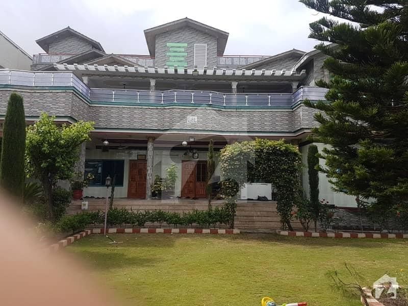 آفیسرز کالونی ایبٹ آباد میں 10 کمروں کا 2 کنال مکان 6.2 کروڑ میں برائے فروخت۔
