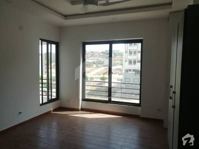 Brand new 3 bedrooms apartment is available for rent