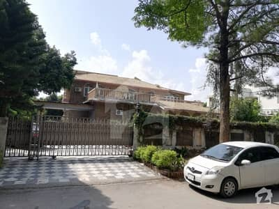 2000 Yards Old House For Sale In F8 Islamabad