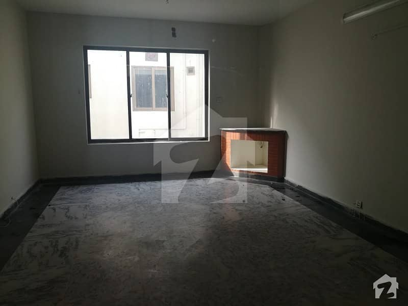 2000 Yards Old House On Margallah Road F7 Islamabad