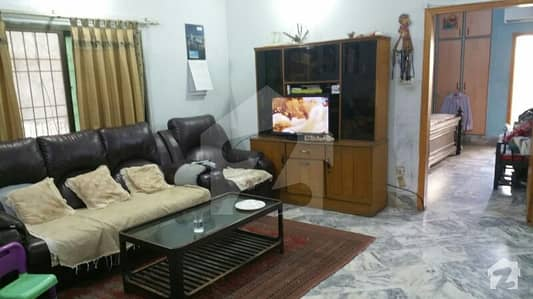 240 Sq Yd Portion For Rent