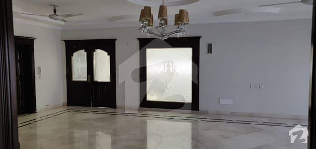 2 Kanal Full House For Rent In Phase 3 With Ideal Location