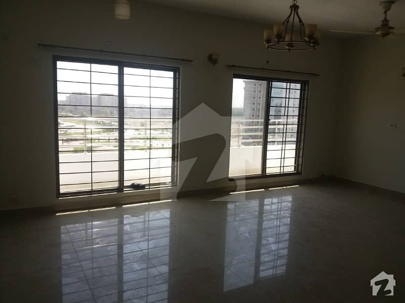 10 Marla Apartment Available On Very Good Location For Rent