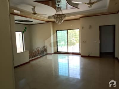 1 Kanal Full House available for Rent Facing Park
