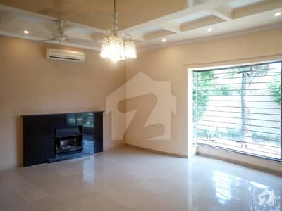 1 KANAL CORNER FACING PARK FULL HOUSE FOR RENT BLOCK CC