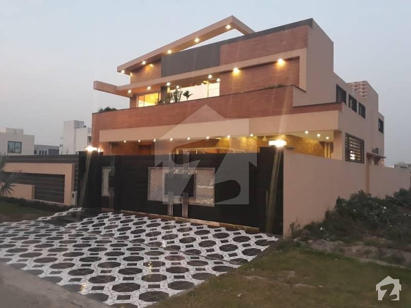 ڈی ایچ اے فیز 6 ڈیفنس (ڈی ایچ اے) لاہور میں 5 کمروں کا 1 کنال مکان 6. 5 کروڑ میں برائے فروخت۔