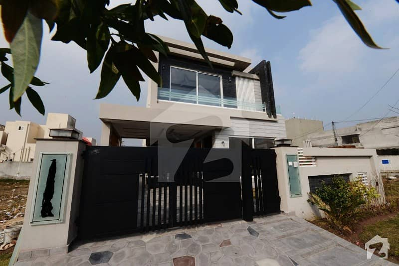 Facing Park 10 Marla Most Beautiful Magnificent Bungalow For Sale